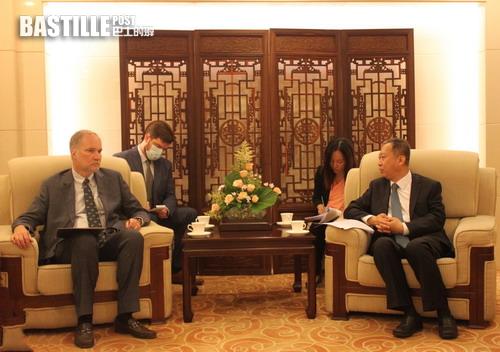 外交部領事司司長會見美國駐華使館官員