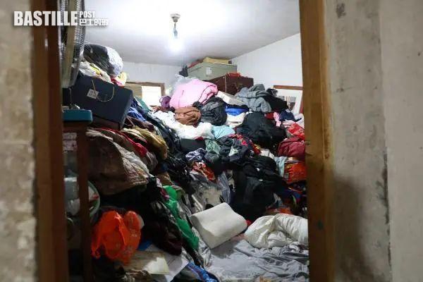 上海女擁多套房產卻堆滿垃圾發臭 法院強制清出裝滿15車