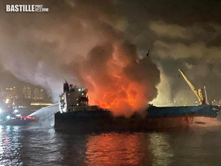 昂船洲躉船通宵燃15小時大致救熄 居民關窗開冷氣避濃煙