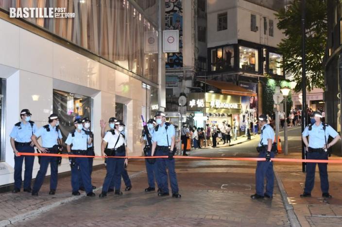 銅鑼灣及旺角有示威者高叫口號 警方警告或犯《國安法》