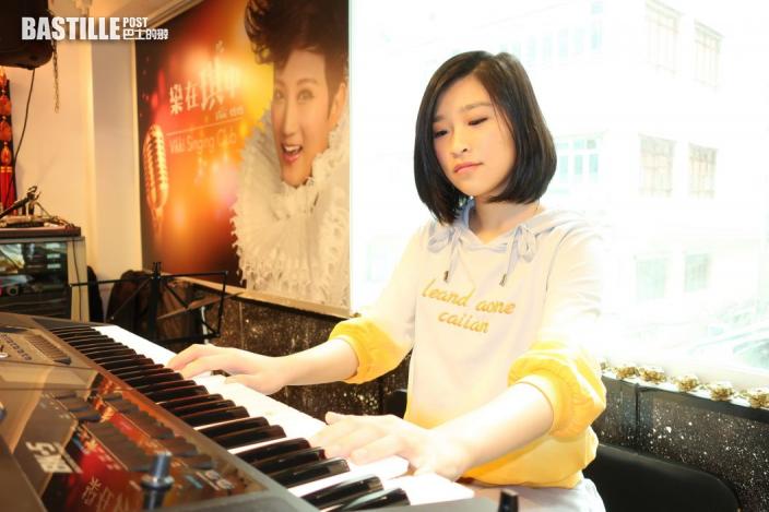 【中學畢業】鋼琴家同學廖偲婕協力演奏 張若希出新歌紀念告別校園