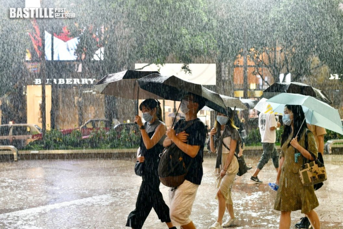 雷暴警告生效 有幾陣驟雨及雷暴