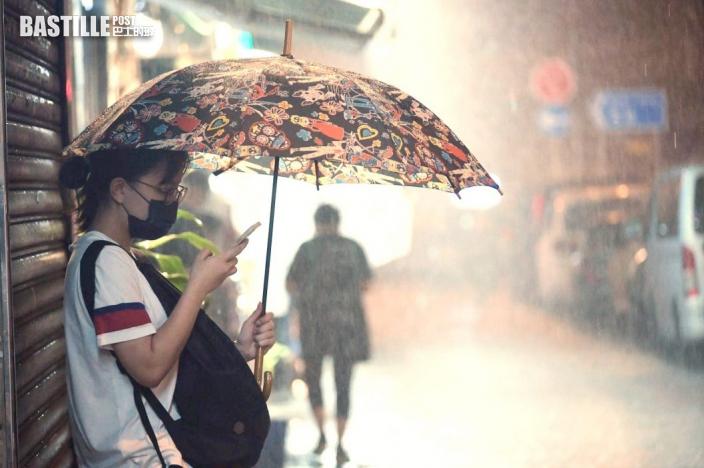 黃雨及1號風球發出 熱帶低氣壓未來數小時最接近