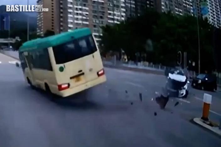 【有片】沙田小巴遭私家車撞翻 至少1死7傷