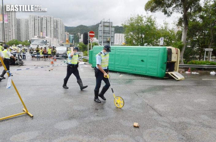 【車Cam直擊】沙田小巴遭撞翻釀1死7傷 司機頭部被車壓慘死