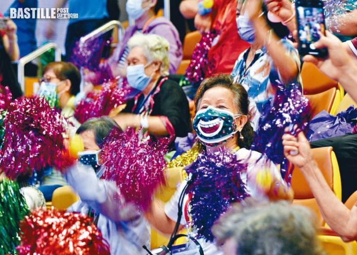 逾千長者「耆舞派對」傳歡樂