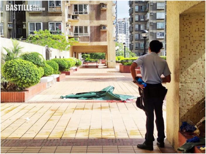屯門市廣場男子墮斃女子送院不治 警列謀殺及自殺案