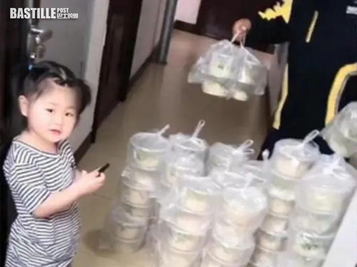 女童叫外賣誤點100碗麵放滿客廳 爸爸付足一千多元再派街坊