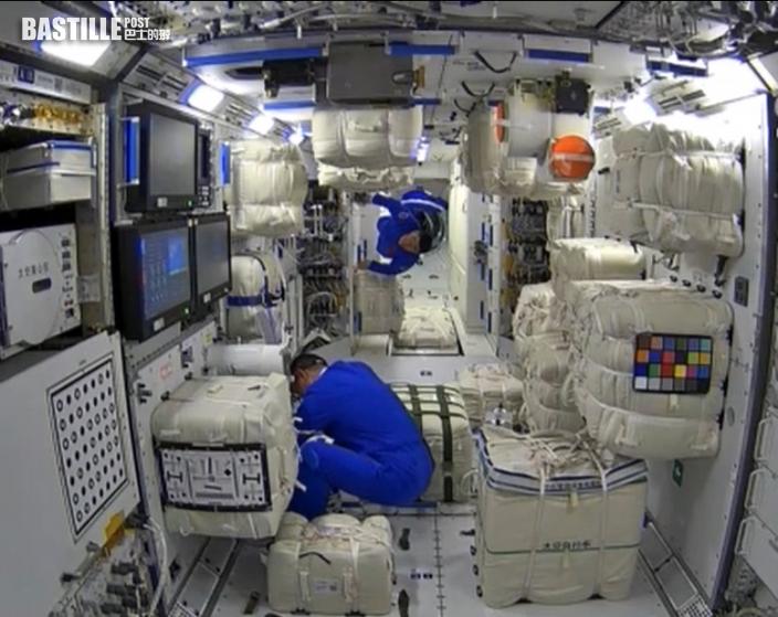 神舟十二號3名航天員順利進駐核心艙 中國人首踏足太空站