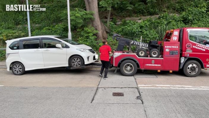 屯門警打擊違例泊車 發1245張告票及拖走2車