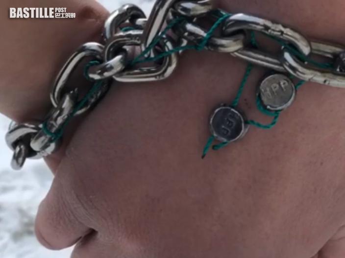 烏克蘭情侶鐵鏈鎖手123天破紀錄 剪斷鏈後即告分手
