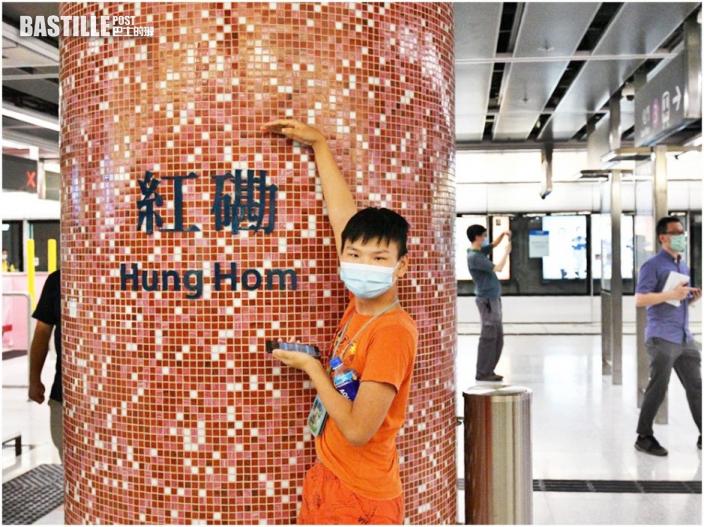 【多圖】紅磡站屯馬線新月台啟用 鐵路迷清晨等開站忙「打卡」