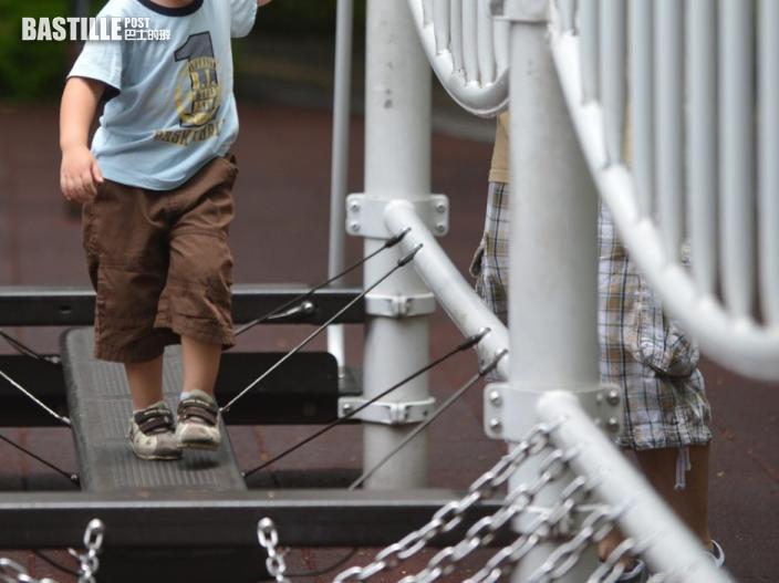 調查指約4成高小學生每日與父親交談不多於半小時