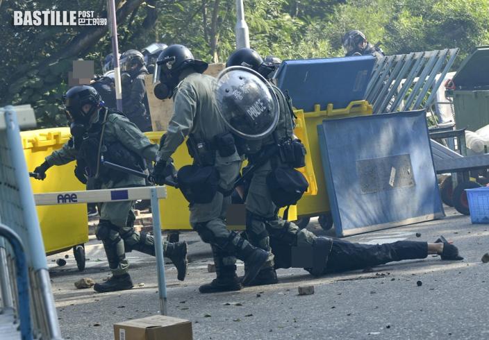 【中大二號橋案】5中大生被控暴動等罪開審 控方指當日示威者堵路擲汽油彈