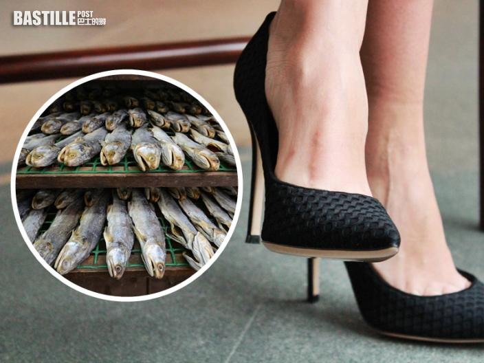 【Juicy叮】女同事鞋子濕水傳「鹹魚味」 港男:臭到成朝用個口呼吸