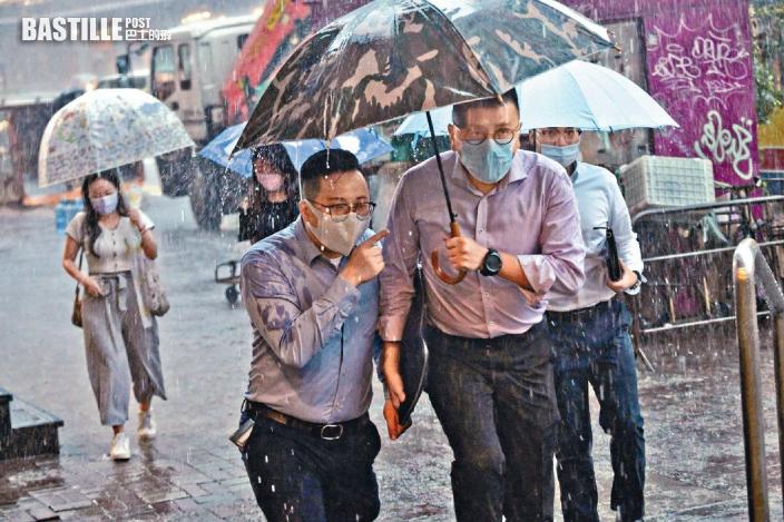 指華南雨區變化大較颱風難測 天文台:昨日已盡早發黑雨警告