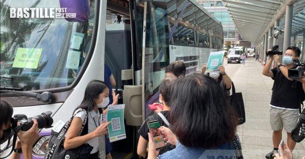 新一輪「賞你遊香港」旅行團首日展開,共有8個旅行團出發。(黃貝紋攝)