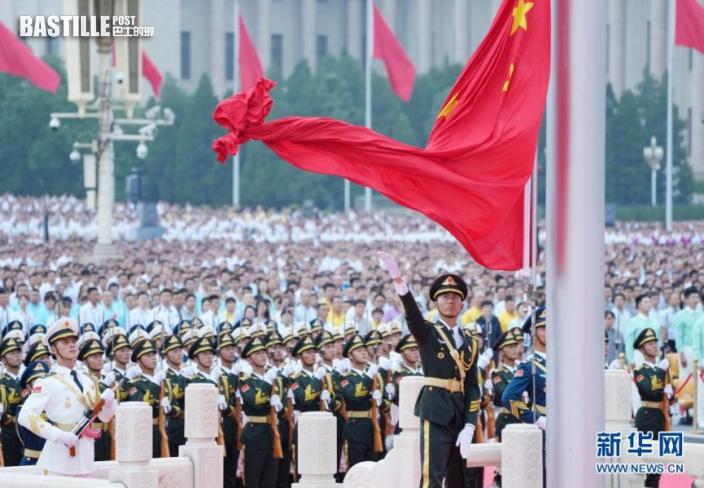 7月1日上午,慶祝中國共產黨成立100周年大會在北京天安門廣場隆重舉行。這是升國旗儀式。nn  新華社記者 王毓國 攝