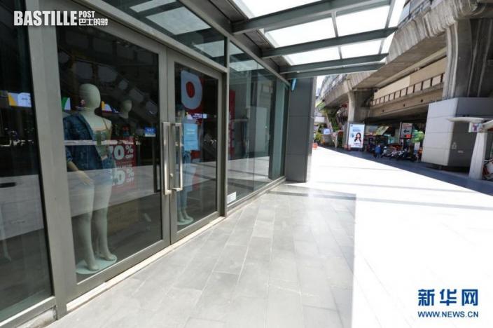 這是7月12日在泰國曼谷拍攝的關閉的店鋪。