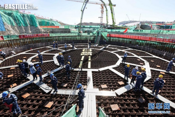 7月13日,工人在海南昌江「玲龍一號」施工現場工作。新華社記者 張麗芸 攝