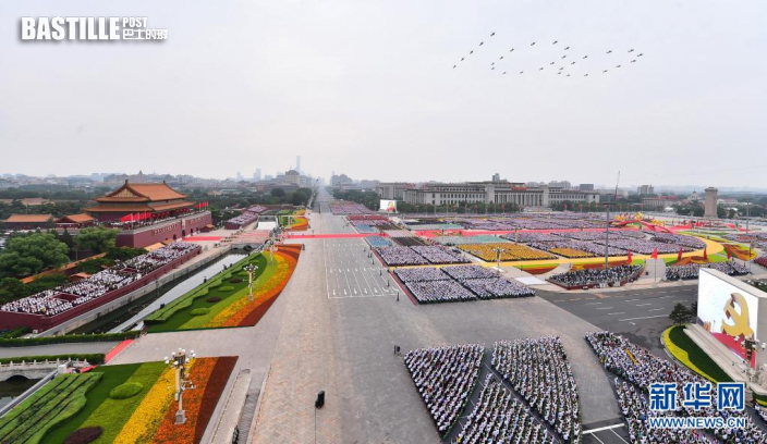 7月1日上午,慶祝中國共產黨成立100周年大會在北京天安門廣場隆重舉行。這是大會開始前的飛行慶祝表演。新華社記者 李賀 攝