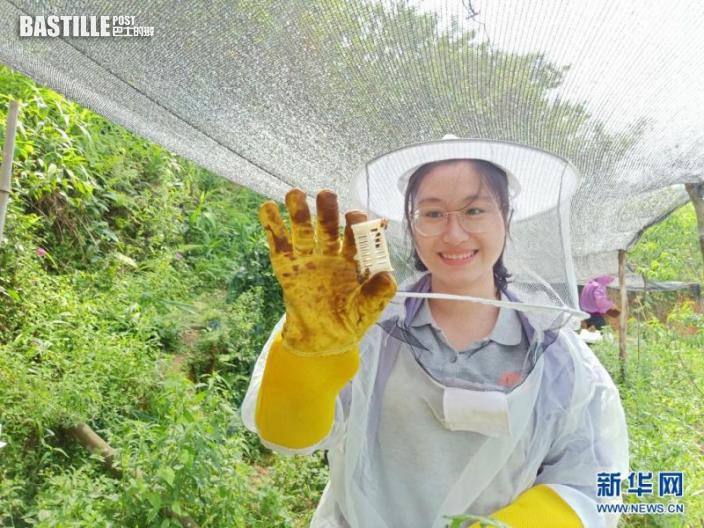 這是黃文秀生前的工作照(資料照片)。新華社發