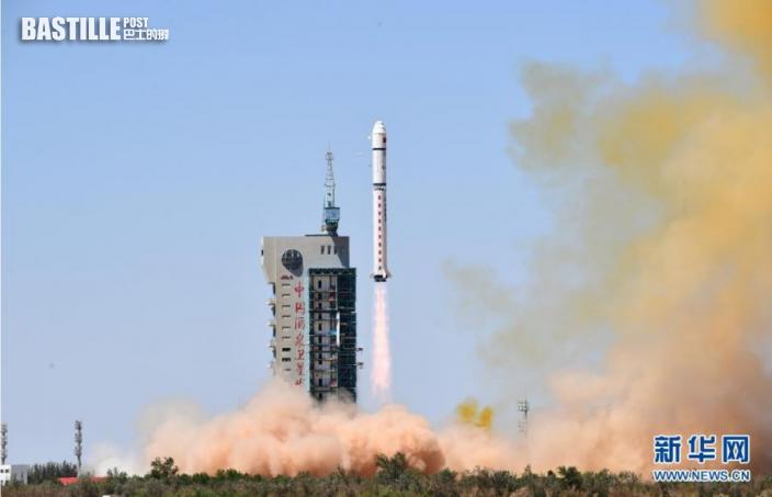 7月29日12時01分,我國在酒泉衛星發射中心用長征二號丁運載火箭,成功將天繪一號04星發射升空,衛星順利進入預定軌道,發射任務獲得圓滿成功。nnnnn  新華社發(汪江波 攝)