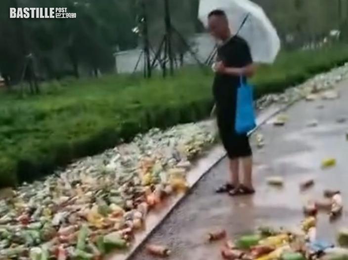 鄭州洪災「康師傅」倉庫疑損毀 民眾疑街頭哄搶樽裝飲品