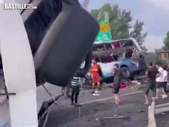 瀋陽貨車駛入對向行車綫與旅巴相撞 致8人死亡