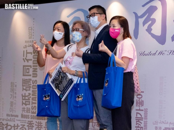 【Kelly Online】鄧炳強參觀警隊專題展覽 粉絲爭住合照