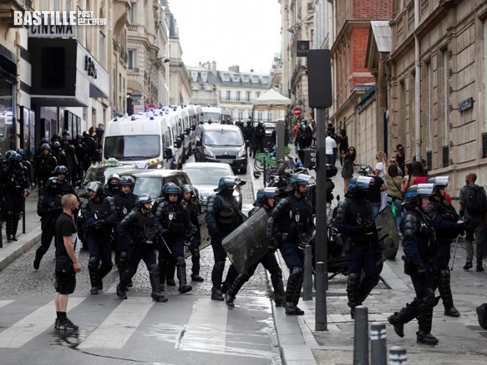 法國16萬人上街反對推行疫苗通行證 再爆衝突