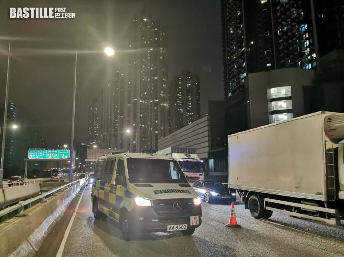警荃灣追截行車證過期平治 藏毒司機「批踭」反抗