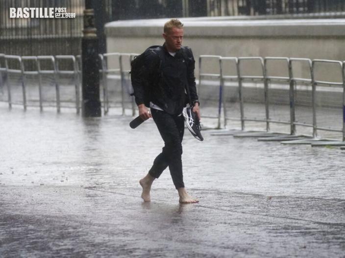 倫敦暴雨街道成澤國 至少8地鐵站關閉