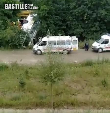 甘肅旅遊巴翻側 至少13死47傷