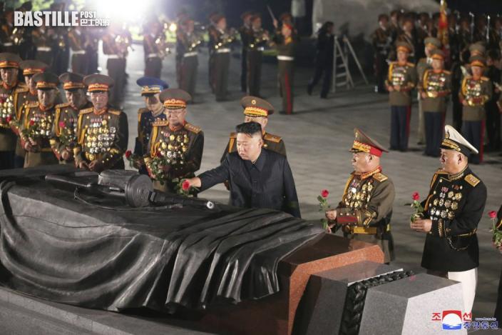 金正恩前往北韓烈士陵園憑弔烈士