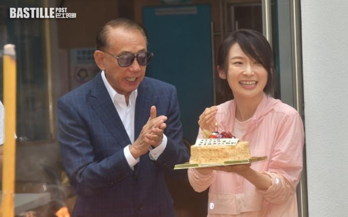 被老闆楊受成叫英皇一姐 周家怡42歲生日自爆冇拖拍