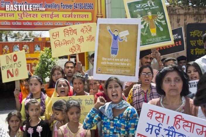 印度60歲婦慘遭4男擄走輪姦 事後私處被抹辣椒粉捆四肢棄野外