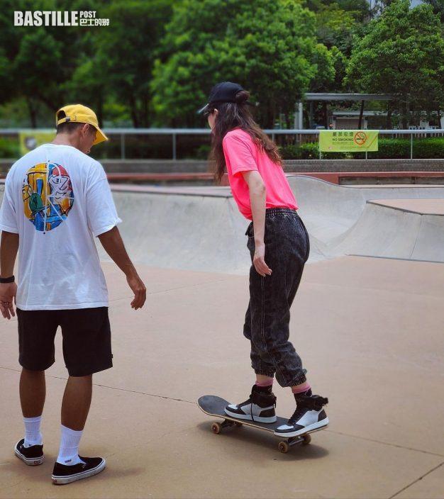香港板王俊仔親自指導    鄭希怡加快進度學滑板