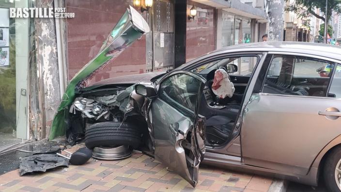 私家車撼七人車後衝上行人路 撞爆商鋪櫥窗2人傷