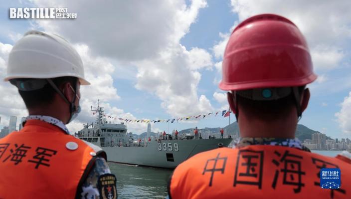8月25日,輪換進港的海軍艦艇準備靠岸。根據《中華人民共和國香港特別行政區駐軍法》和中央軍委命令,中國人民解放軍駐香港部隊8月25日組織了進駐香港以來第二十四次建制單位輪換行動。輪換行動已於當日順利完成。新華社發