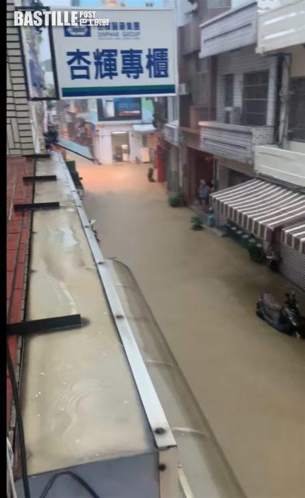 屏東縣豪雨小琉球街道變河流 居民驚呼:10多年沒淹了