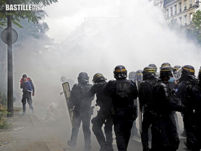 反對健康通行證 法逾20萬人上街抗議
