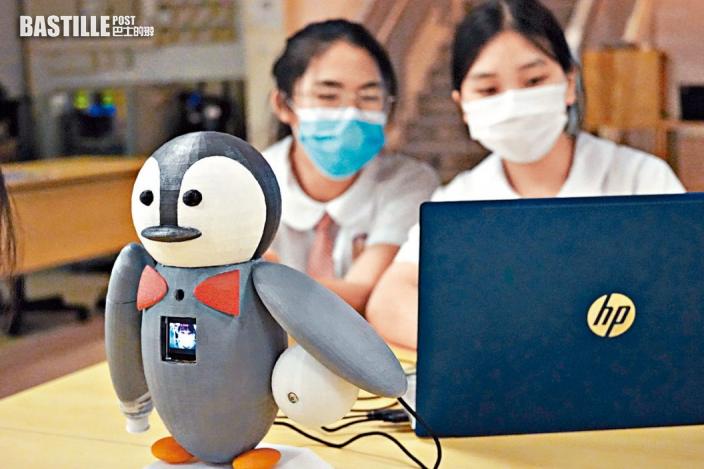 學生發明企鵝機械人 推動環保兼顧防疫