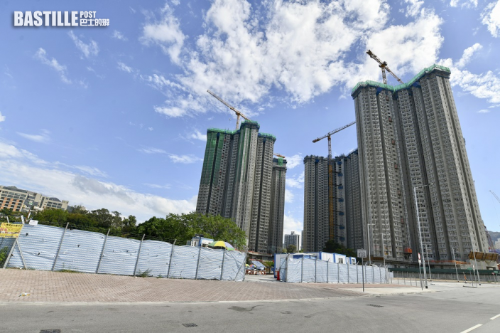 發展局長黃偉綸指覓地有成效 未來10年可建32萬公屋單位