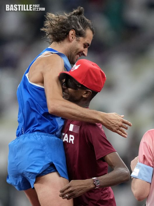 【東奧跳高】百年來首例 兩男平分金牌激動相擁慶祝