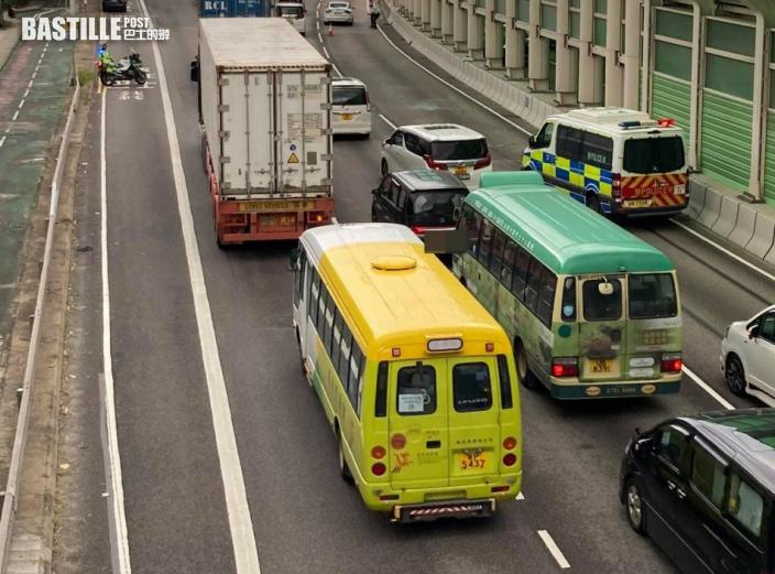屯門公路7車串燒 4人受傷