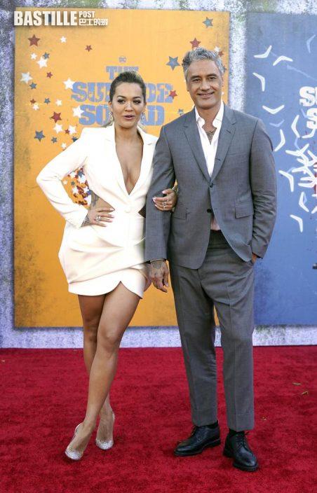 瑪歌羅比密實現身主演首映 低胸Rita Ora攜導演男友搶風頭