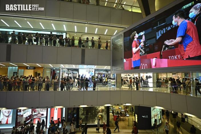 東奧乒乓 商場觀賽為港乒女團打氣 市民對賽果表遺憾