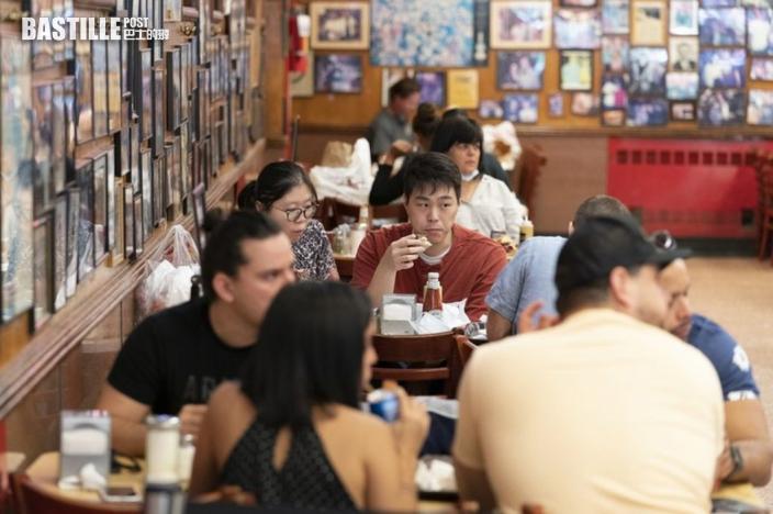 紐約下月13日起出入餐廳等公共場所須持接種證明