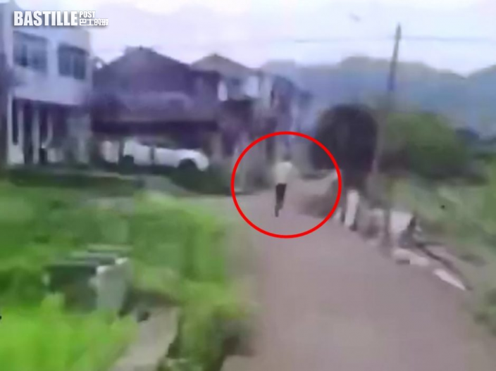 台州男違例駕駛被截 圖翻障涉水「三項鐵人」逃離